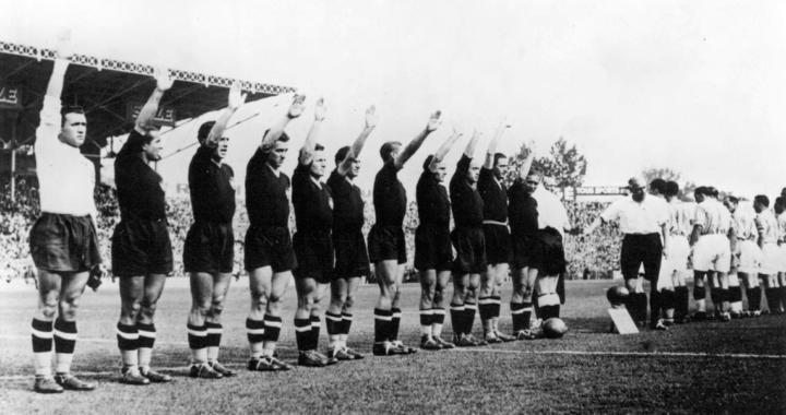 Сборная Италии на чемпионате мира 1938: Чернорубашечники Муссолини