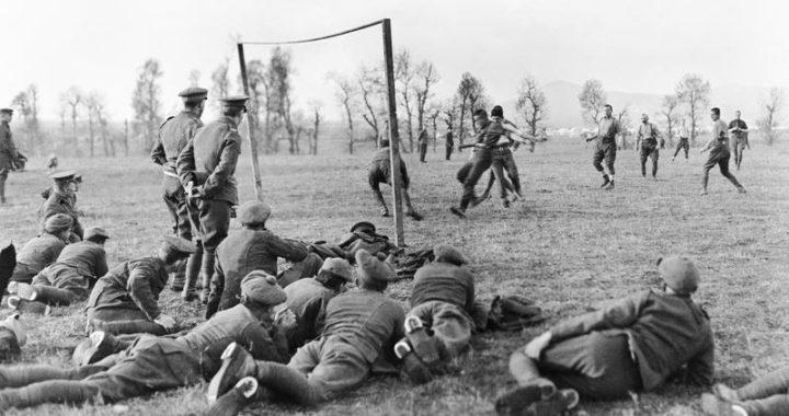 Футбол во время Второй мировой: первенства делились на мини-лиги, чемпионами становились пожарные и летчики, Гитлер орал на Геббельса, матчи откладывались на три года